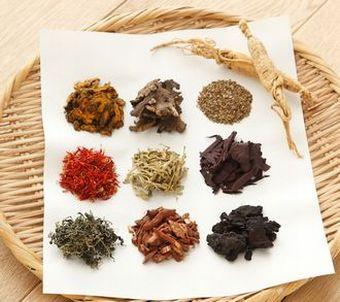 「草根木皮たまり(そうこんもくひたまり)」で使用される10種の東洋ハーブ