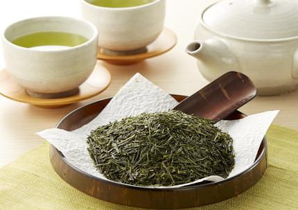 カテキンが豊富に含まれる茶葉と緑茶