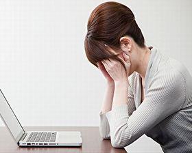 ストレスや疲れに悩む女性