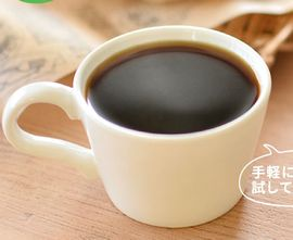 カップに注がれたカフェサプリ食物せんい