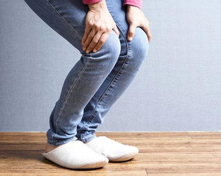 足を軽く屈伸するストレッチ