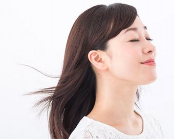 植物エキスやコンディショナー成分でサラサラのきれいな髪
