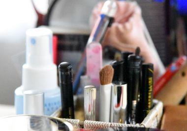 化粧水やコスメなどの様々な化粧品
