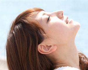 αアルブチンにより明るく、透明感に満ちた素肌
