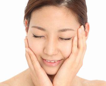 ビワの葉や豆腐などの和食由来の有効成分でふっくらとした美肌