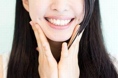 口角を上げて笑顔を作るエクササイズ