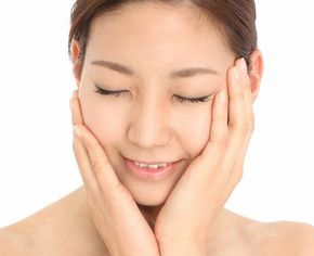 オイルの優れた洗浄力にクリームクレンジングの保湿力ですべすべの柔肌に