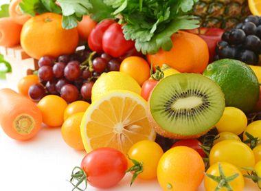 ビタミンC豊富なキウイやトマト、かんきつ類