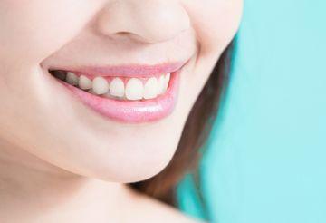 歯垢や細菌が取り除かれ、健康的な歯