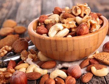 ビタミンEや亜鉛が豊富なナッツ類