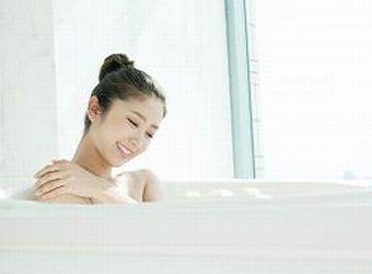 ゆったりと入浴する様子