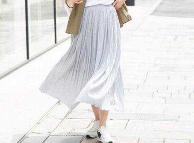 通気性のいいスカートを履いている女性
