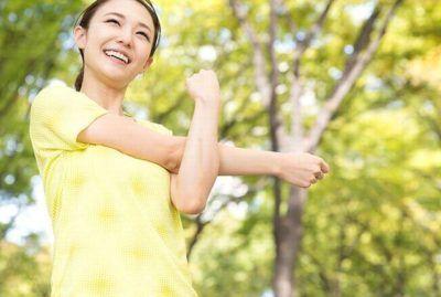 亜麻仁油やエゴマ油で血液サラサラ効果を実感する女性