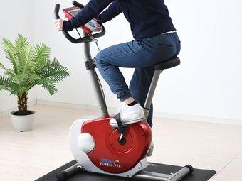 エアロバイクで運動する様子