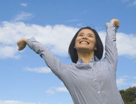 イミダペプチドの疲労回復効果で生き生きと元気な女性