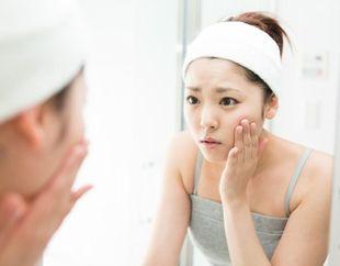 界面活性剤による肌への影響を気にする女性