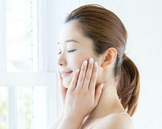 シミ、そばかすの排出が促され、美白効果を得る女性