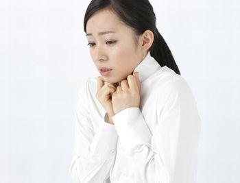 体の冷えに悩む女性