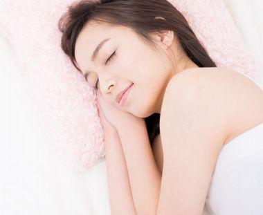 質のよい睡眠をとる女性