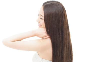 ラサーナの海藻シルキーヘアスプレーでまとまりのある美髪