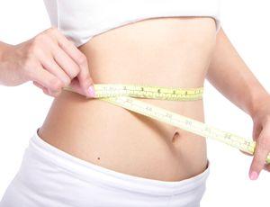 カロリー調整食でカロリーが無理なく抑えられ、すっきりとした体型の女性