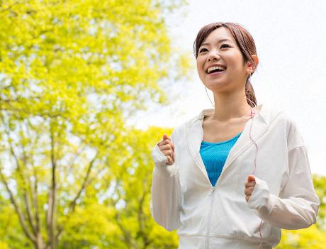 老化防止効果で若々しい女性