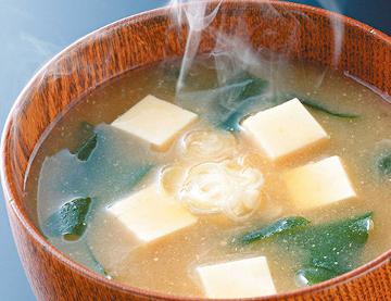 お豆腐のたくさん入ったお味噌汁