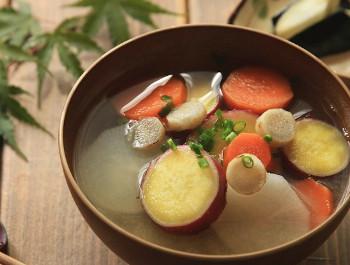 食物繊維豊富な根菜類の入ったお味噌汁
