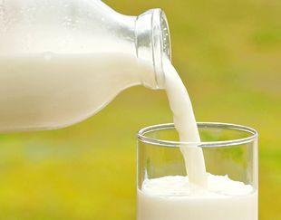 カルシウム豊富な牛乳