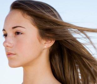 サラサラの美しい髪の女性