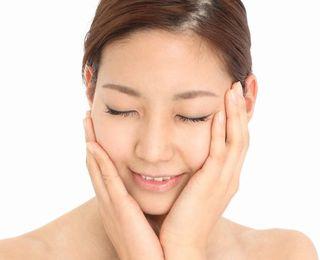 オリゴ糖などで美肌菌が増え、健康的な素肌の女性