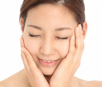 肌内部のコラーゲンの生成が促され弾力のある素肌