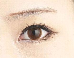 下げ眉の輪郭を描く様子