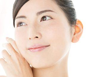 L-システインやビタミンC、天然型ビタミンEなどでくすみのない明るい素肌
