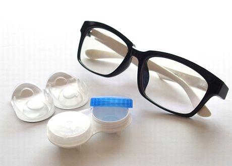 メガネとコンタクトレンズケース