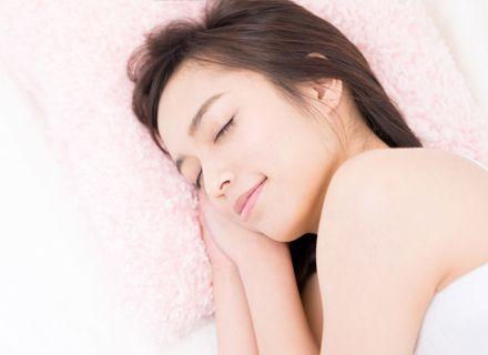 質のよい睡眠を取る女性