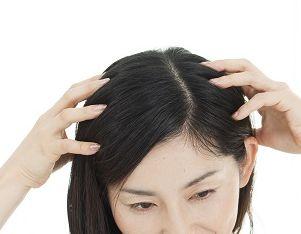 育毛効果を実感する女性