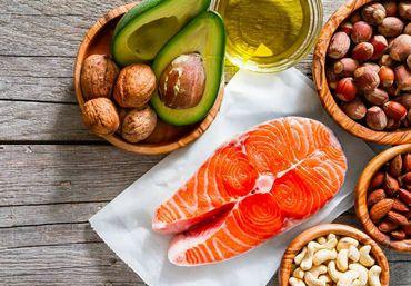 鮭やナッツなど、抗酸化効果の高い食べ物
