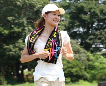 ジョギング、ランニングをする女性