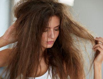 髪、頭皮のトラブルに悩む女性