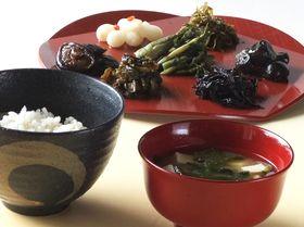 お味噌汁やお漬物など酵素が豊富な食品