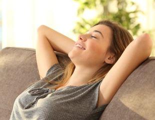 リラックスして、ストレスを軽減する様子