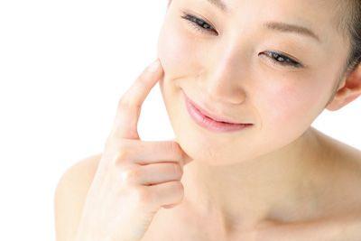 健やかなバリア機能を持つ肌の女性