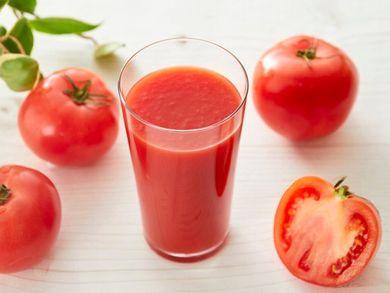 メラニンの生成を抑えてくれるトマトジュース
