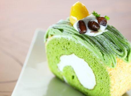 スピルリナを生地に練りこんだロールケーキ