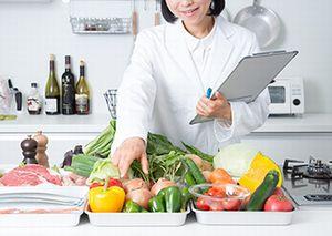 カロリーや塩分、ビタミンなどもバランスよく監修する管理栄養士