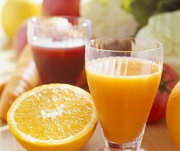 ビタミンC豊富なフルーツとジューズ