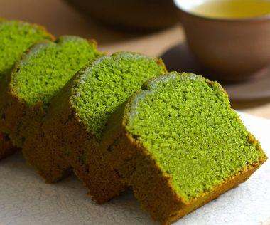 モリンガを生地に練りこんで焼いたパウンドケーキ