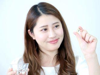サプリメントをどれくらい長く飲むか迷う女性