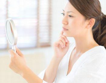 ターンオーバー、肌代謝の衰えに悩む女性